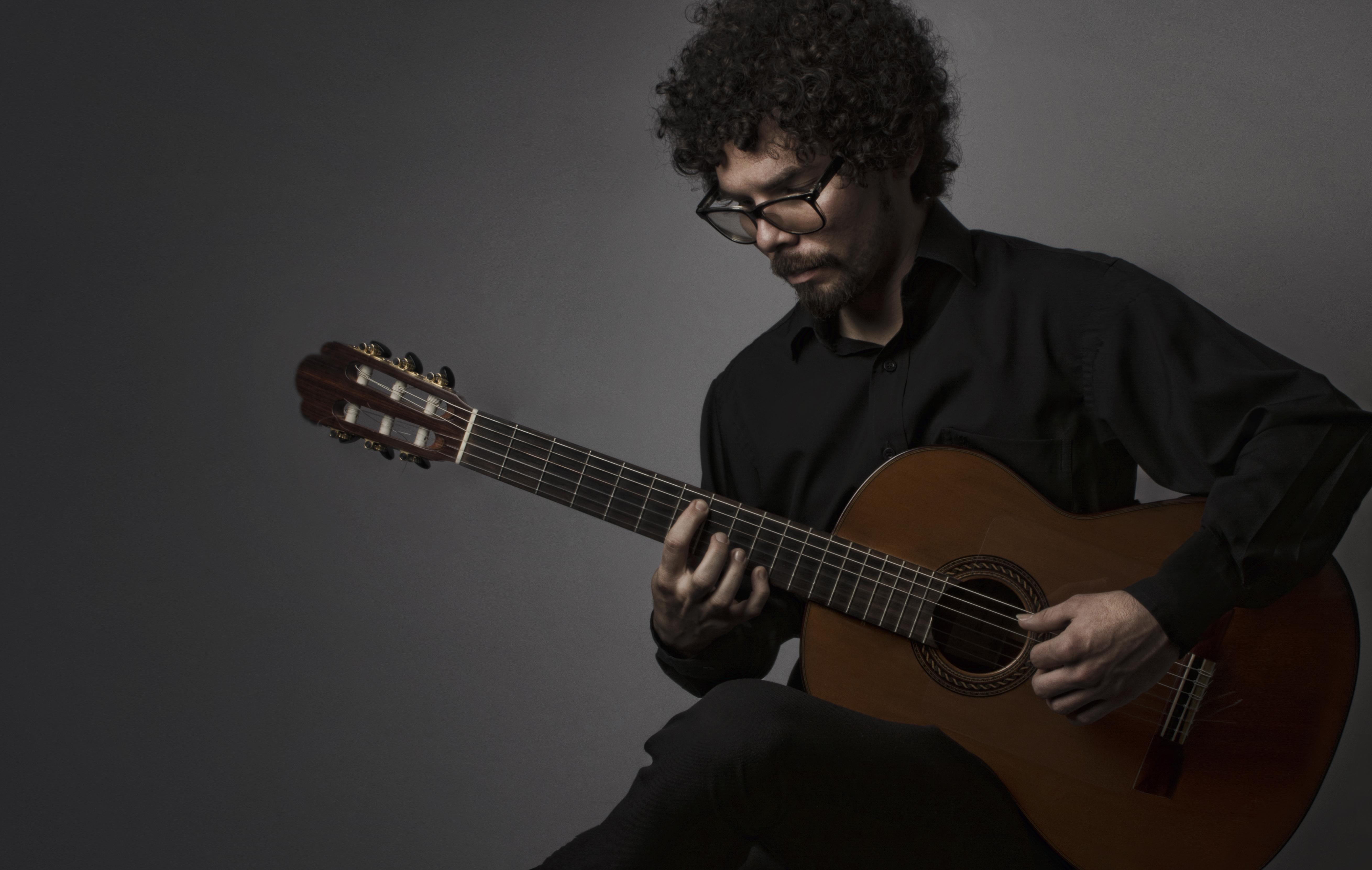 Guitarra Acústica. Maestro: Juan Pablo Orozco